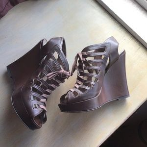Guess chocolate brown gladiator wedge 5.5
